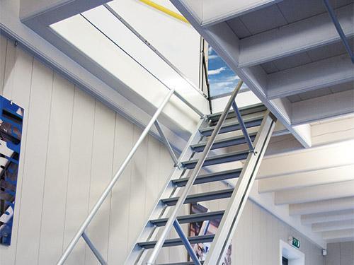 neue dachausstiegskombinationen mit fester treppe. Black Bedroom Furniture Sets. Home Design Ideas